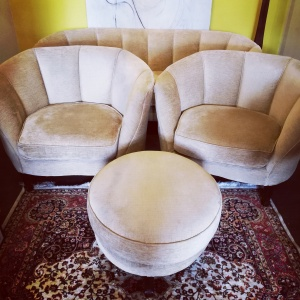 Mauritania Kidney Sofa, matching Chairs and bespoke Pouffe in Art Deco style with Scallop shaped back thumbnail