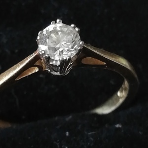 Vintage 18k Gold Diamond Solitaire Engagement Ring thumbnail