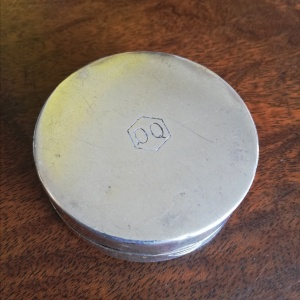 Antique Silver Compact with Dog Head enamel made by Dennison Watch Case Co Ltd  thumbnail