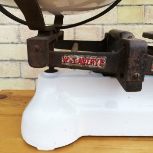 Vintage Avery weighing scales with weights and ceramic bowl thumbnail