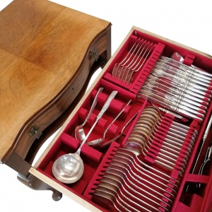 Walnut Serpentine Fronted Canteen of Cutlery, 12 piece setting thumbnail